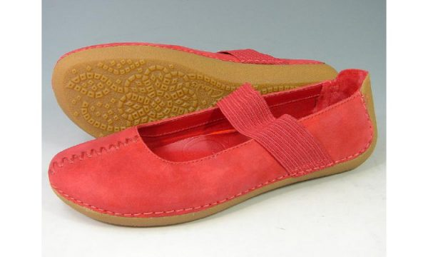 Clarks flat slip-on GRAFFITI COOL red nubuck