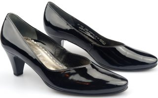 Gabor pumps 62.180.97 black patent leather