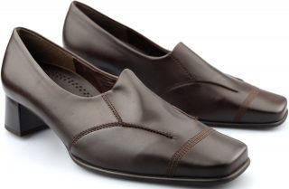 Gabor pumps 56.153.55 brown leather