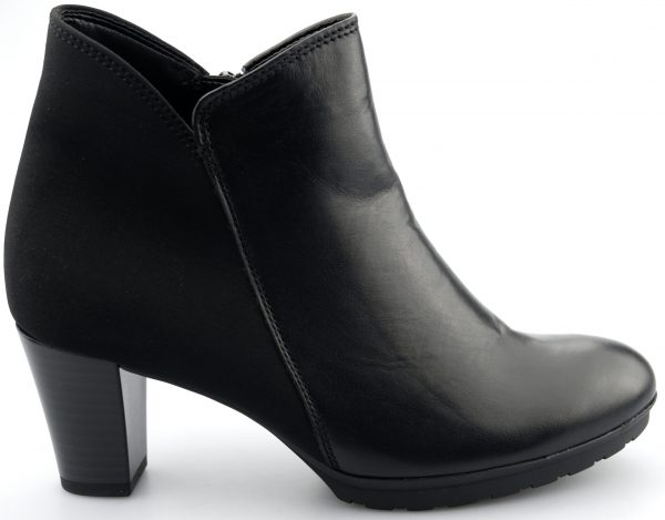 Gabor ankle boots 92.890.61 black leather and textile